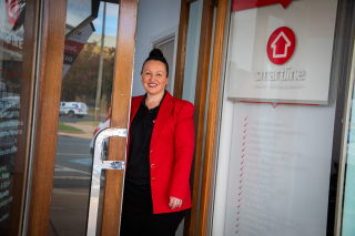 Help us welcome our new trader to City Heart, Jessica Rix at Smartline Personal Mortgage Advisers. - Jessica Rix is no stranger to the world of finance. She has spent the past 15 years of her career in banking, and is now the Mildura Smartline franchisee. - Jessica's passion to help her customers is her driving force, as she takes a personalised approach to each of their needs and goals. - The Smartline finance broking service offers a fee-free experience for customers, with the ability to compare policies of a huge panel of lenders. _ Find @JessicaRixSmartline at 65a Deakin Avenue for all your financing needs. - #LoveLocal #SmartlineMildura #LoveLocal MilduraCityHeart #LoveThisPlace