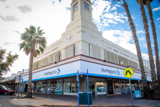 An iconic corner of our City Heart and home of Blue Frogs Optics. Check out their extensive catalogue of glasses to help you see things clearly 😉 - #MilduraCityHeart #ShopLocal #TandGClock